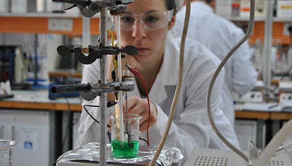 מעבדה בכימיה כללית, כמותית ואיכותית